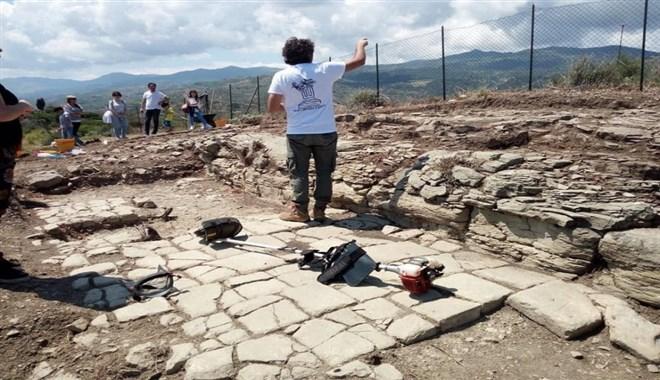 Il santuario, le statue, il teatro: nel Messinese viene alla luce la città greca di Halaesa (repubblica palermo.it)