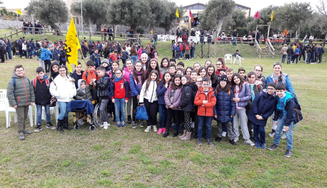 """noi alunni delle classi quinte della Scuola Primaria """"XXV Aprile """"dell'I.C. di Santa Lucia del Mela, ci siamo recati presso l'associazione """"Gigliopoli """"di Milazzo"""
