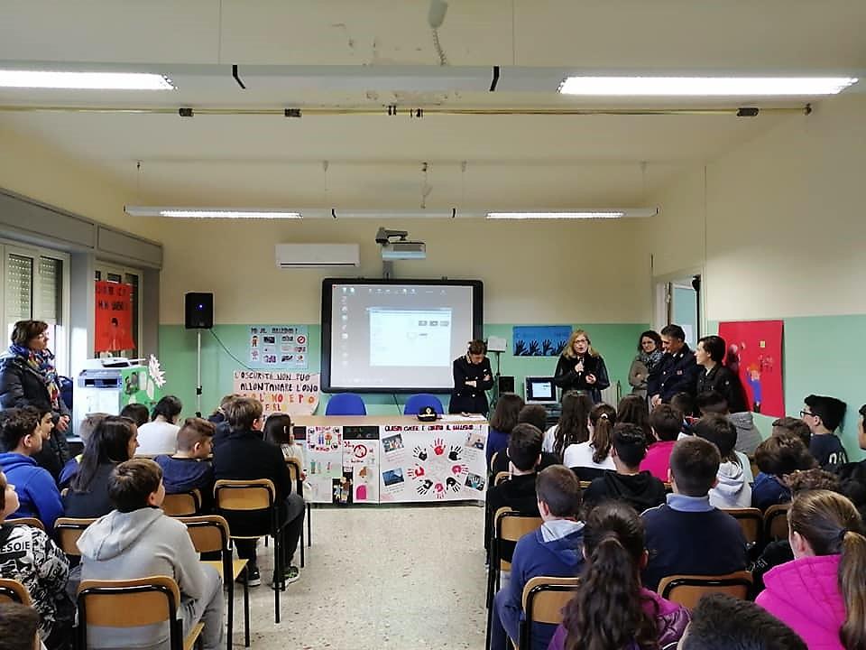 Alla presenza del Dirigente scolastico, Prof.ssa Eleonora Corrado, che ha dato il benvenuto a noi alunni