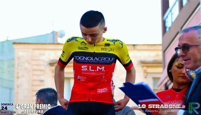 Davide Aricò della IV B EN, di diciassette anni, inizia a praticare ciclismo agonistico dall'età di quattordici anni e si aggrega ad una squadra di suoi coetanei, il Team Nibali, che conta in tutto sei membri. Qui la motivazione prima citata non manca, anzi è in abbondanza!
