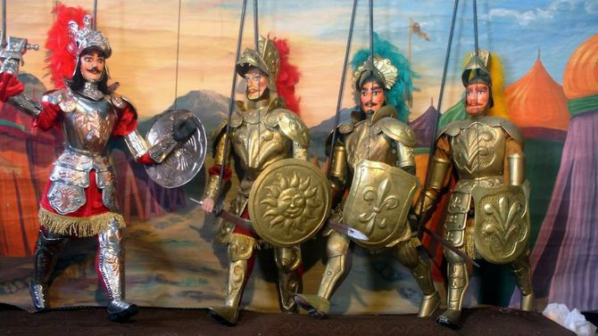 L'Opera dei Pupi è un particolare tipo di teatro delle marionette che si affermò stabilmente nell'Italia meridionale e soprattutto in Sicilia