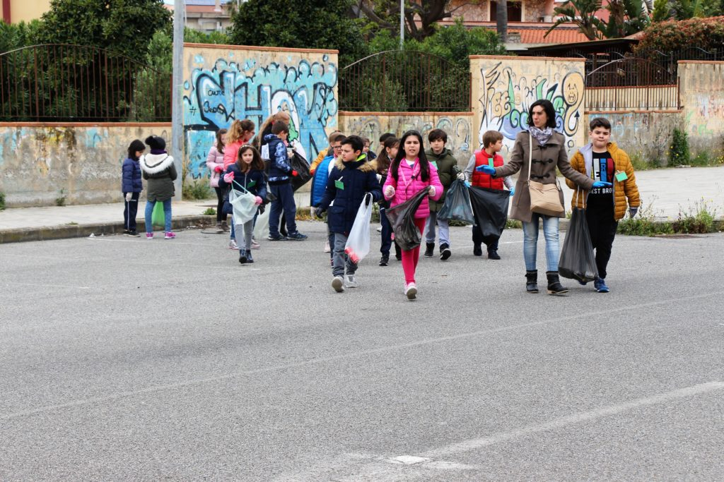 """""""We are super heroes"""": gioiosa giornata alla Primaria """"Piraino""""di Milazzo"""