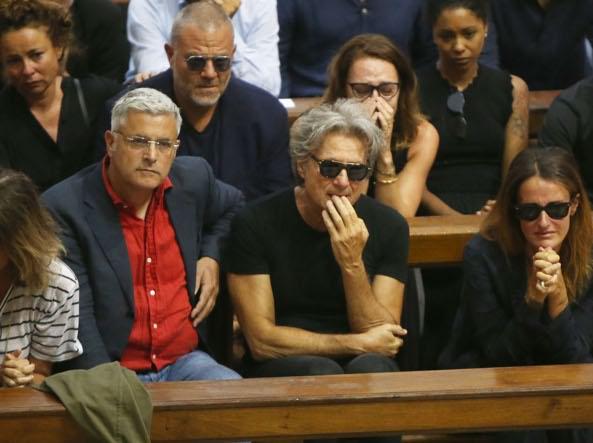 Nadia Toffa, i funerali in Duomo: «Ciao guerriera».