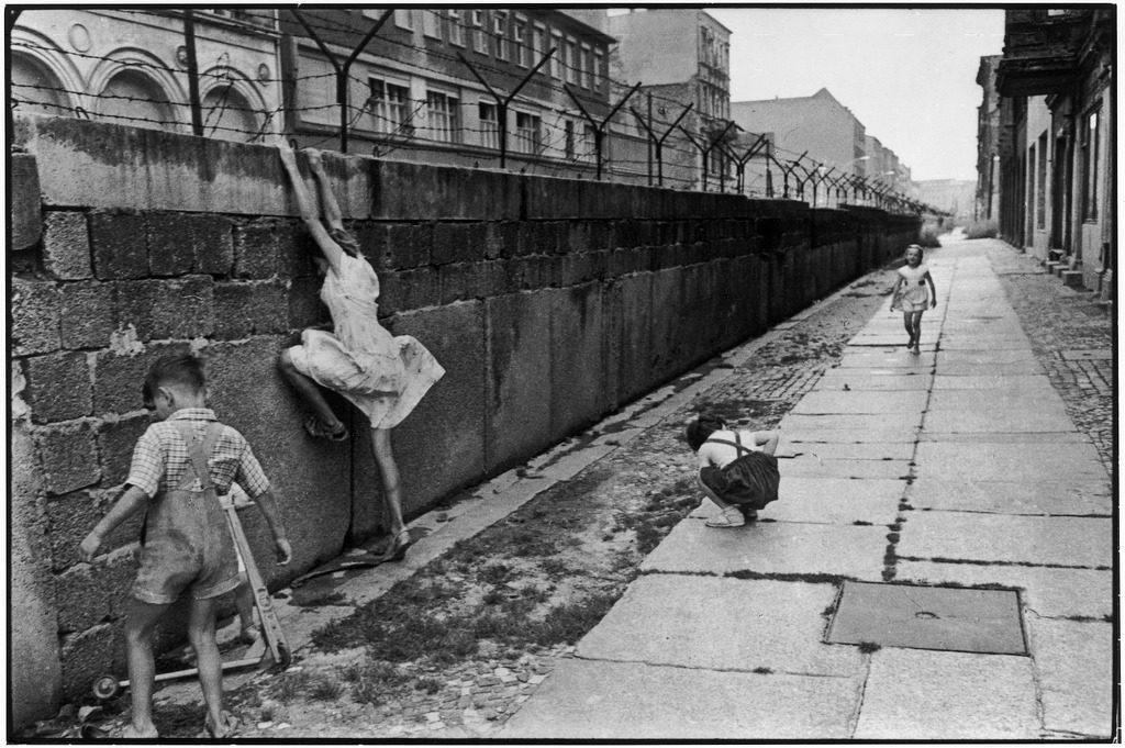 Muro di Berlino, non soltanto un crollo fisico...ma un crollo politico