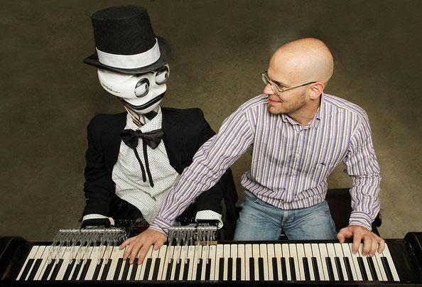 Teotronico è il suo nome: un pianista robot straordinario