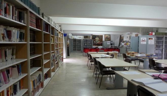 Un mare di libri: visita alla biblioteca NANNINO DI GIOVANNI.
