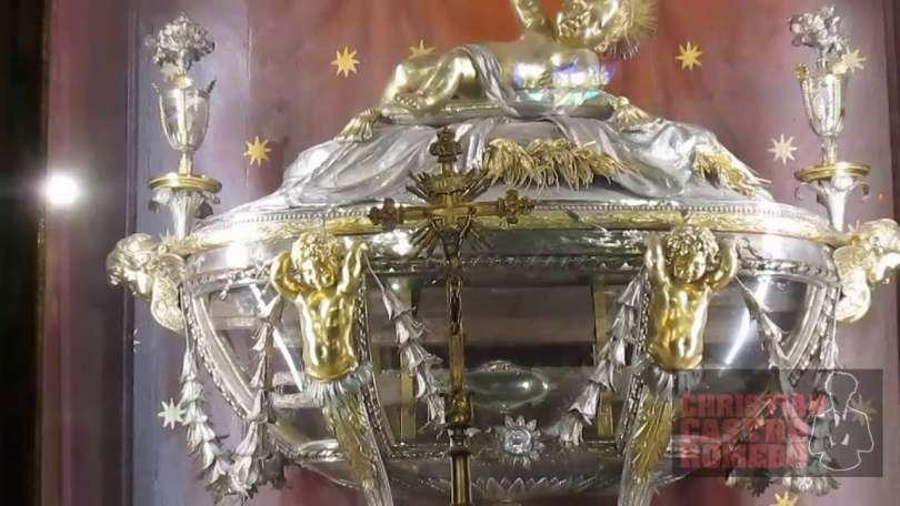 In dono a Betlemme un frammento della mangiatoia della sacra culla