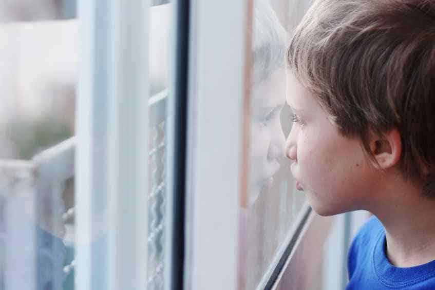 Il mondo dietro una finestra