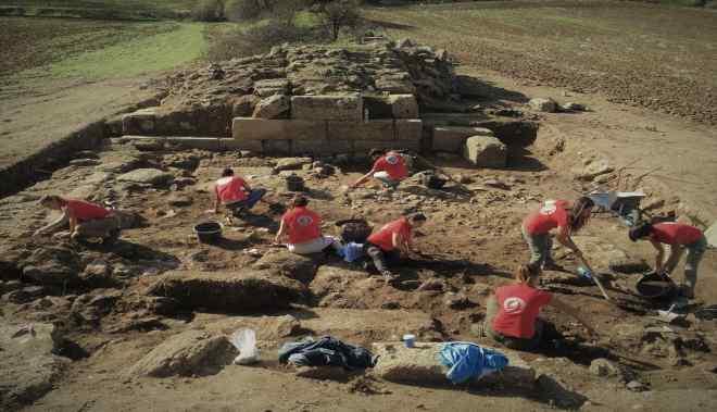 """Il commovente video degli studenti Unime impegnati nello scavo di Troina, il Rettore: """"La testimonianza che nei territori portiamo eccellenze e sensibilità"""""""