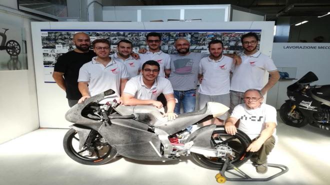 Stretto in Carena, la moto ufficiale del team è pronta